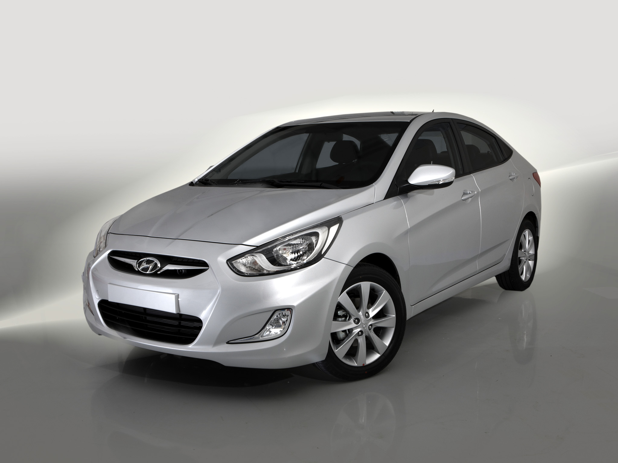 2012 - [Lada] Kalina II - Page 4 Hyundai_solaris_1st_sedan4d-875