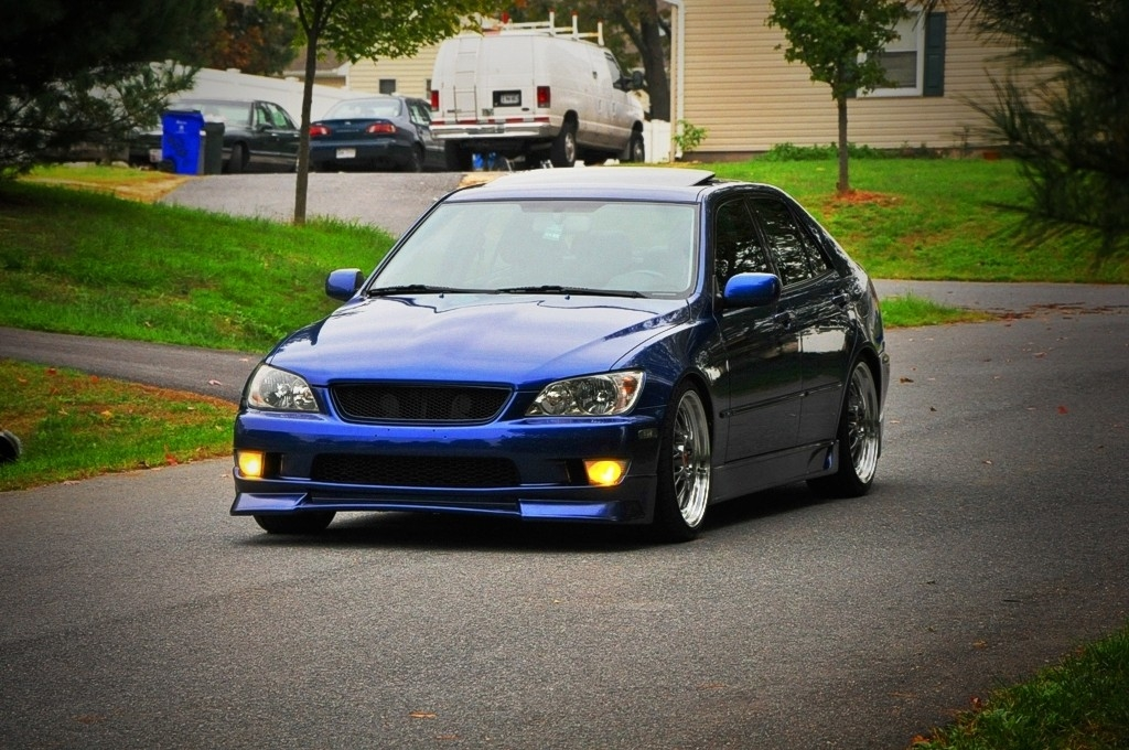 Lexus IS300 39126954088_large