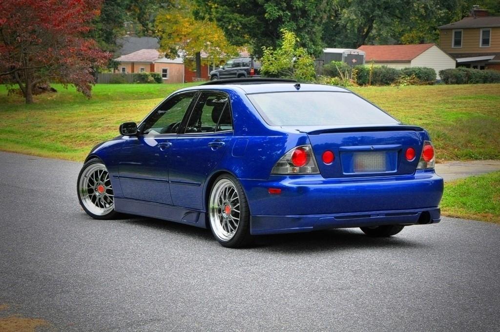 Lexus IS300 39126954094_large