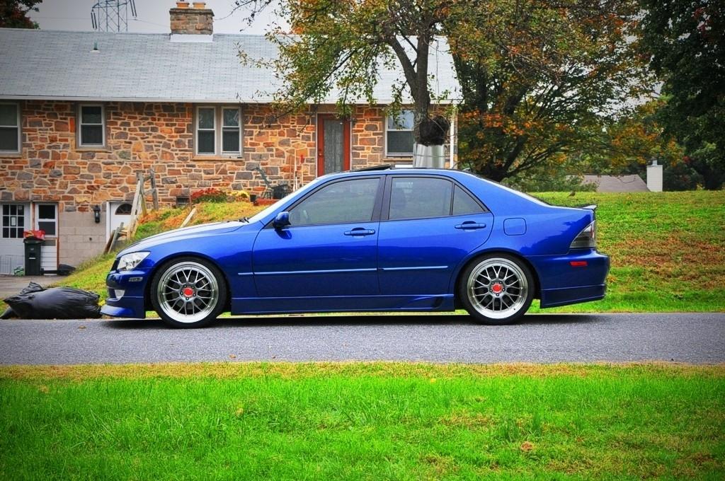 Lexus IS300 39126954096_large