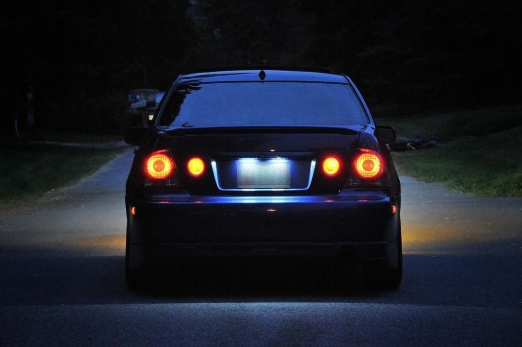 Lexus IS300 39126954099_large