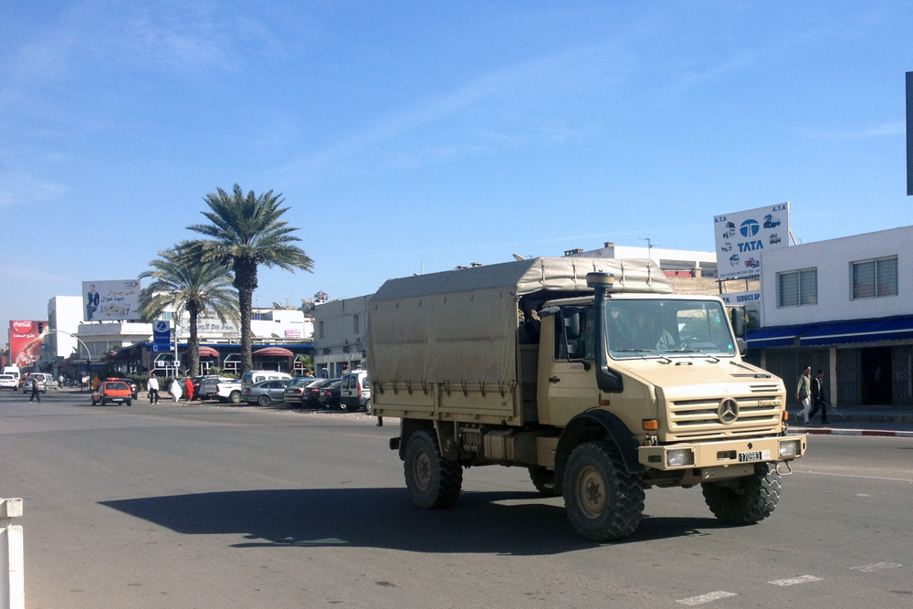 Photos des forces auxiliaires - Page 8 Moroccan_Army-Unimog-Morocco-Africa-street_scene-2015