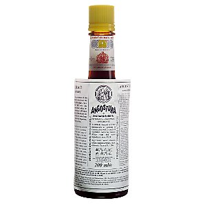 Ti-Punch à la Karmina Angostura-bottle