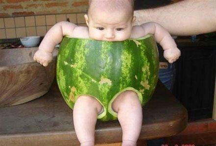 Fotografije beba i djece - Page 20 Beba-lubenica