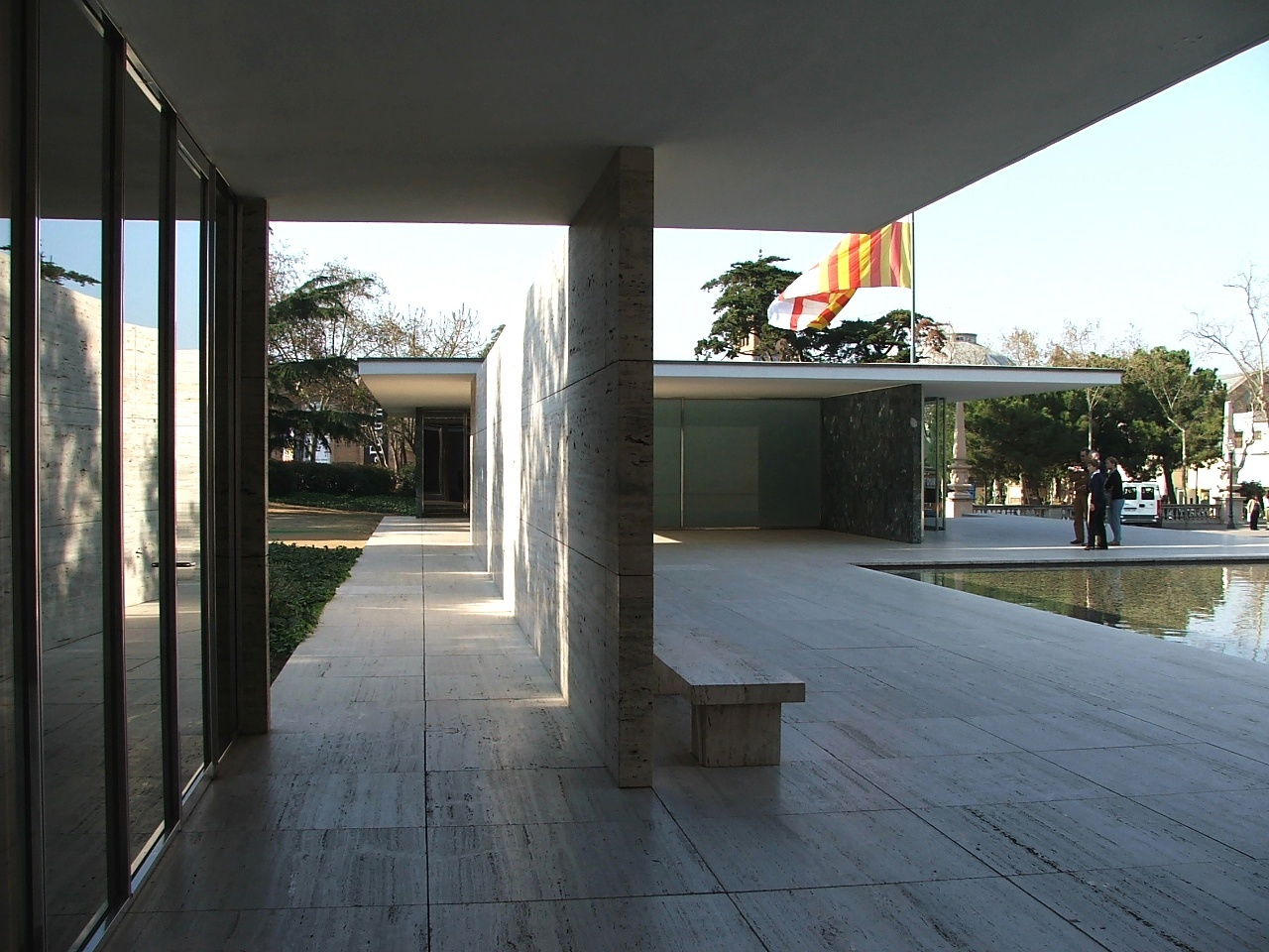 Najpoznatije svetske arhitekte - Page 3 Barcelona-pavilion-1_march-2009