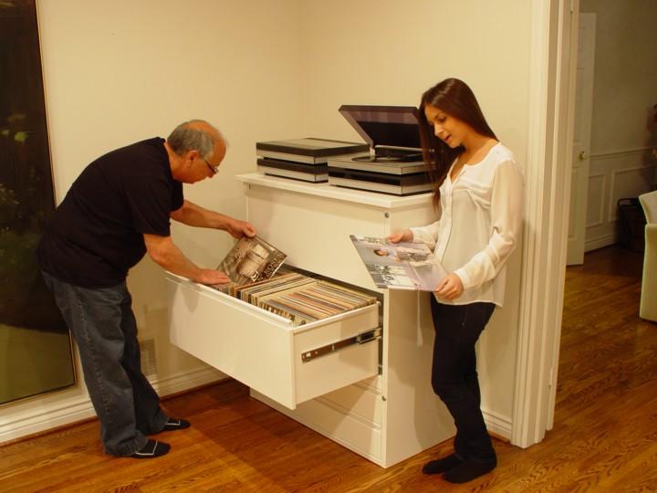 Grandes colecciones. Almacenamiento LP-Cabinet-Dad-Daughter