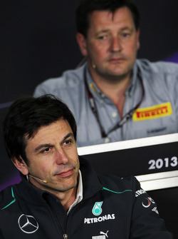 Que changerait le retour des ravitaillements? F1-australian-gp-2013-toto-wolff-mercedes-amg-f1-shareholder-and-executive-director-in-the
