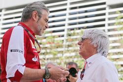 Que changerait le retour des ravitaillements? F1-bahrain-gp-2015-maurizio-arrivabene-ferrari-team-principal-with-bernie-ecclestone