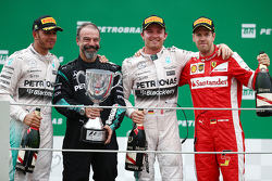 ¿Cuánto mide Nico Rosberg? - Real height F1-brazilian-gp-2015-podium-race-winner-nico-rosberg-mercedes-amg-f1-second-place-lewis-ha