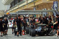 Que changerait le retour des ravitaillements? F1-bahrain-gp-2015-nico-rosberg-mercedes-amg-f1-w06-and-lewis-hamilton-mercedes-amg-f1-w06