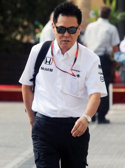 Bientôt trois moteurs par pilote pour une saison?    F1-abu-dhabi-gp-2015-yasuhisa-arai-honda-motorsport-chief-officer
