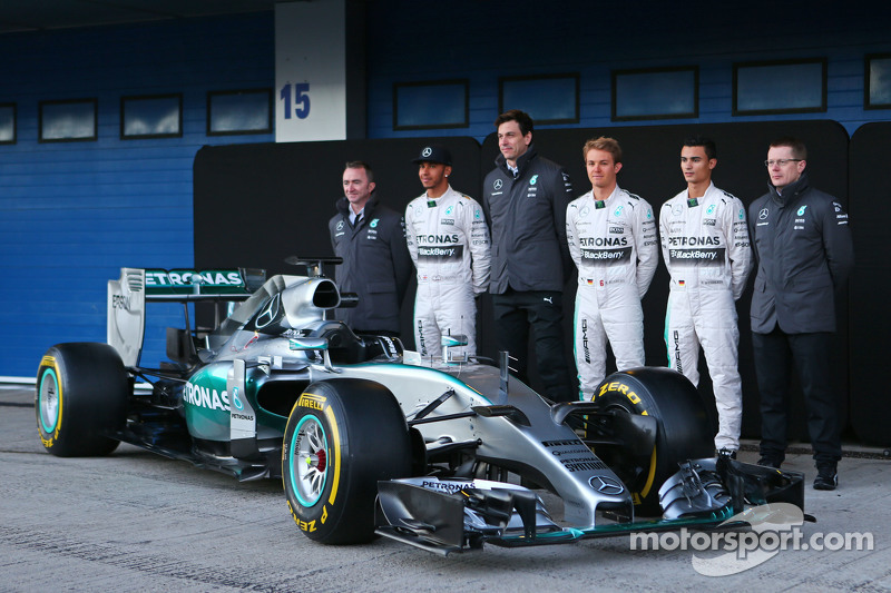 ¿Cuánto mide Nico Rosberg? - Real height F1-mercedes-amg-f1-w06-launch-2015-the-mercedes-amg-f1-w06-is-unveiled-paddy-lowe-mercedes