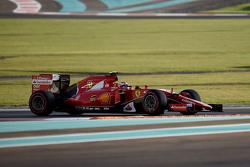 Bientôt trois moteurs par pilote pour une saison?    F1-abu-dhabi-gp-2015-kimi-raikkonen-ferrari-sf15-t