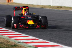 Formula 1 2016 Paint Schemes F1-barcelona-february-testing-2016-daniil-kvyat-red-bull-racing-rb12