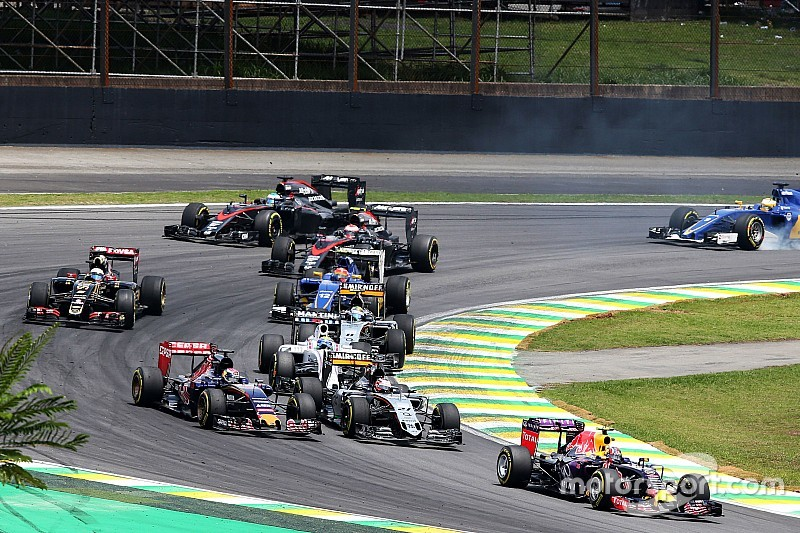 Bientôt trois moteurs par pilote pour une saison?    F1-brazilian-gp-2015-daniil-kvyat-red-bull-racing-rb11-at-the-start-of-the-race