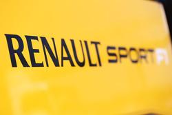 Que changerait le retour des ravitaillements? F1-barcelona-february-testing-2015-renault-sport-f1-logo