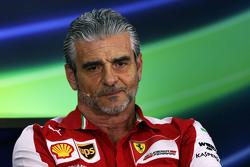 Que changerait le retour des ravitaillements? F1-bahrain-gp-2015-maurizio-arrivabene-ferrari-team-principal-in-the-fia-press-conference