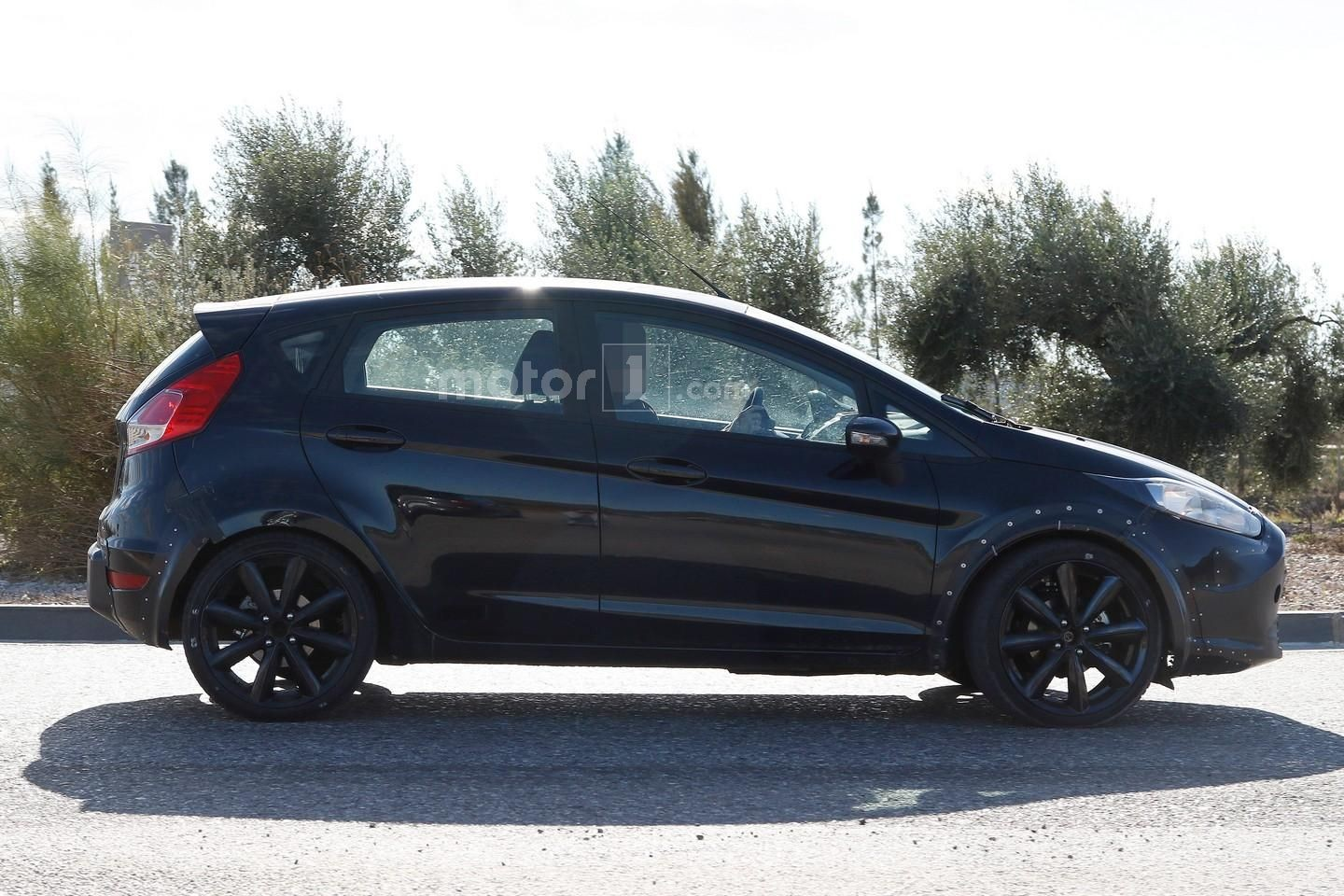 2017 - [Ford] Fiesta MkVII  00