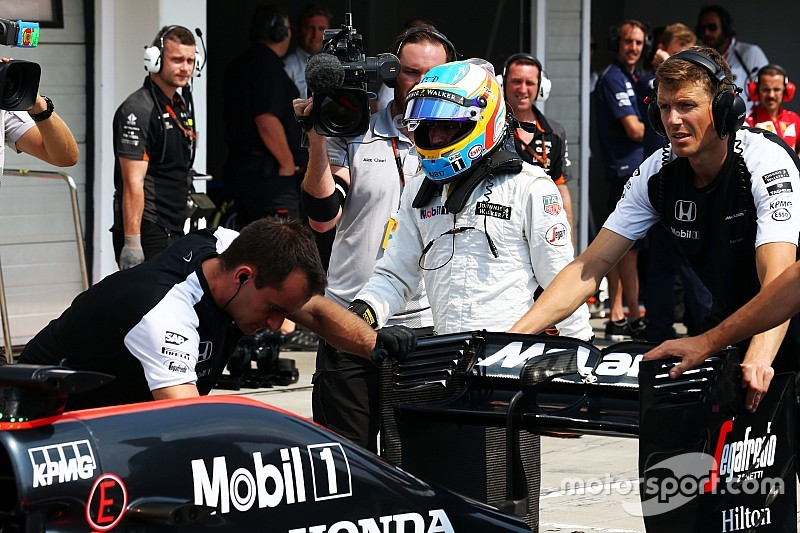 Alonso frustré par la F1? F1hungarian-gp2015themclarenmp430offernandoalonsomclarenispushedintothepits