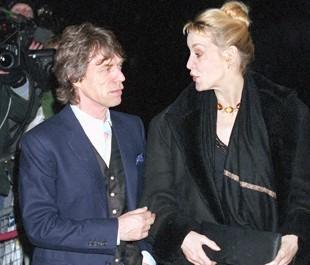 Stones gallery - Page 27 Mick-Jagger-lumiere-sur-son-aventure-avec-Carla-Bruni_rubrique_article_une
