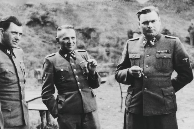 En mémoire des millions de victimes des nazis : Ne jamais oublier ! Hoess_inside_full_content_pm_v8