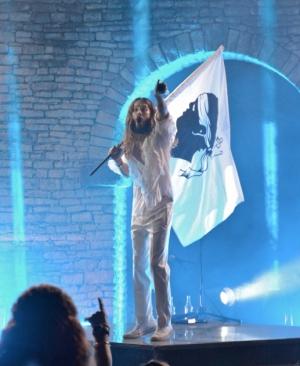 RETOUR PRESSE de la tournée d'été 2014 de 30 SECONDS TO MARS Jared-Leto-en-Corse_inside_right_content_pm_v8