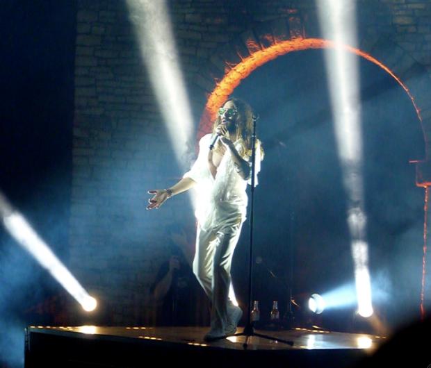 RETOUR PRESSE de la tournée d'été 2014 de 30 SECONDS TO MARS Jared-Leto-sur-scene_inside_full_content_pm_v8