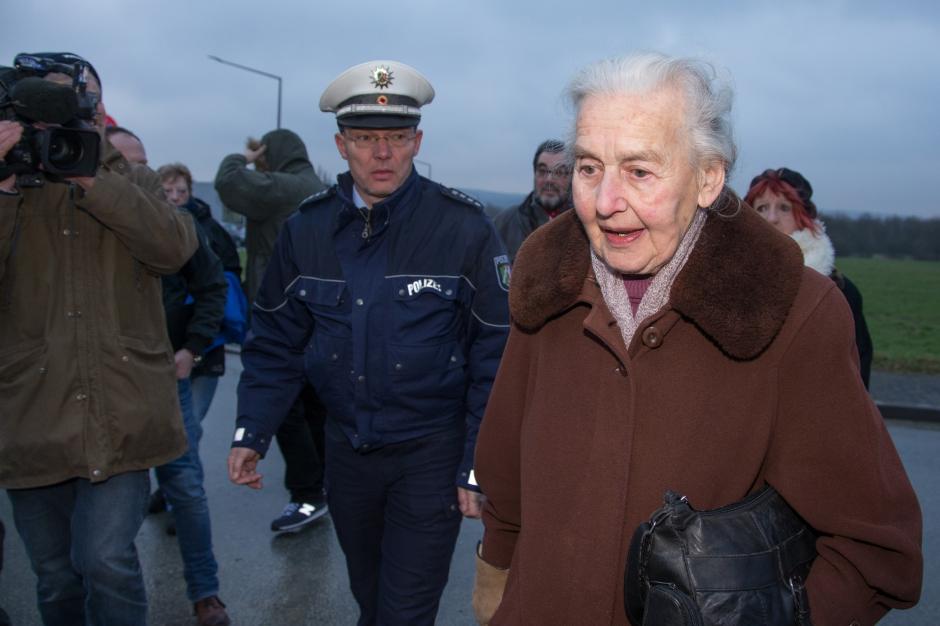 En mémoire des millions de victimes des nazis : Ne jamais oublier ! La-mamie-nazie-n-assistera-pas-au-proces_article_landscape_pm_v8