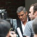 George Clooney shooting a Mercedes-Benz commercial (pics) 2011 Fini-le-cafe-il-passe-aux-berlines_portrait_to_carre_130x130