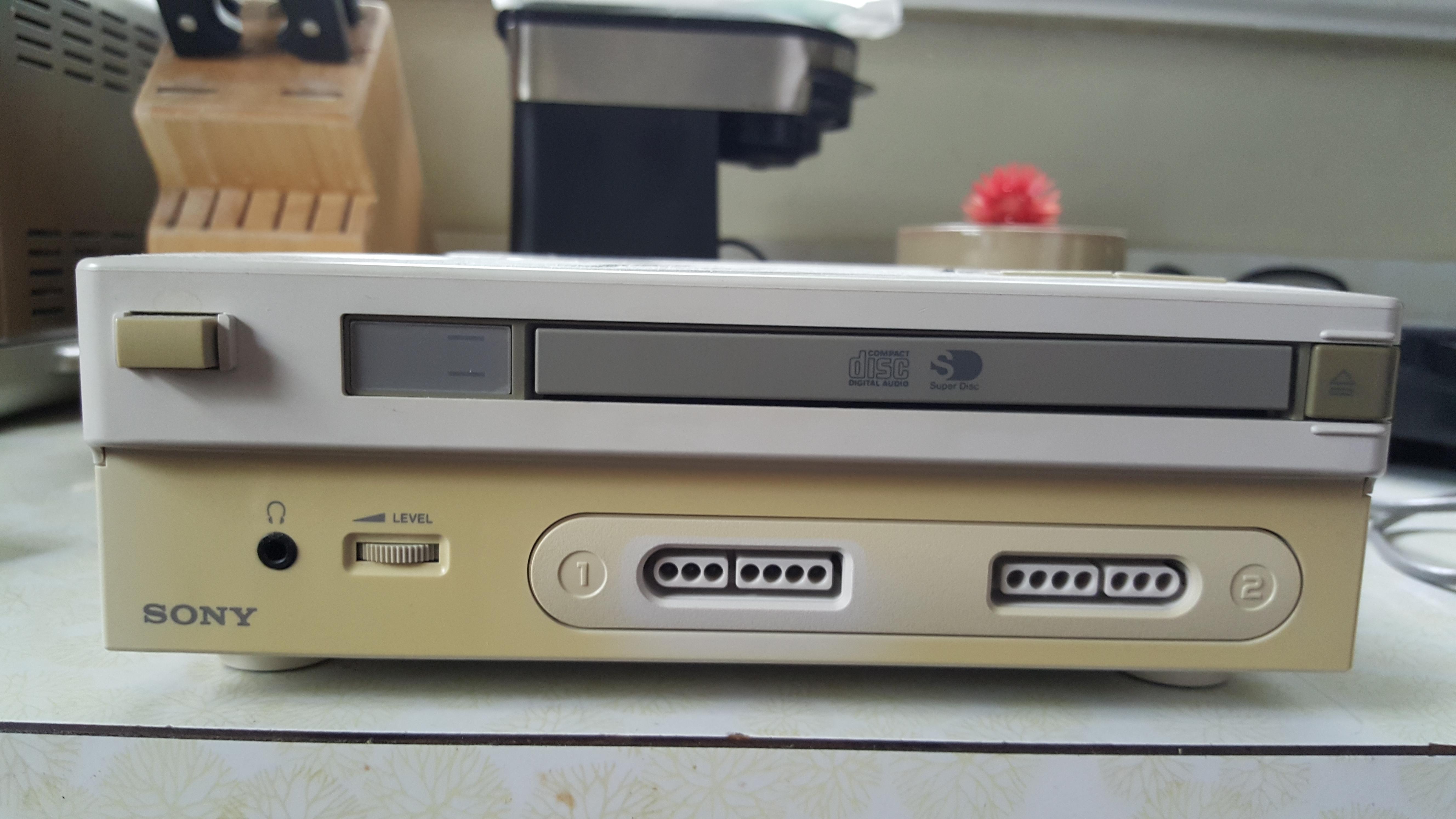 Une personne possède le prototype PlayStation Super Nintendo  PlayStation_Prototype_-2-