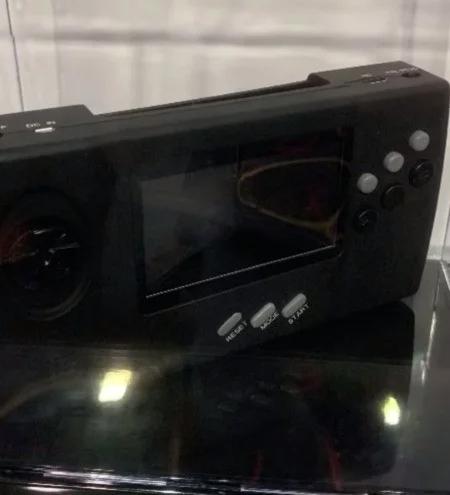 La Sega NOMAD de retour ? SEGA_Nomad_CES2019_Retro-Bit_01