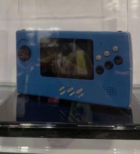 La Sega NOMAD de retour ? SEGA_Nomad_CES2019_Retro-Bit_02