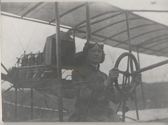 ღೋƸ̵̡Ӝ̵̨̄Ʒღ  LOS RECUERDOS DE LA ABUELA....  ღೋƸ̵̡Ӝ̵̨̄Ʒღೋ  - Página 11 RAICHE-Bessica-Medlar-in-airplane