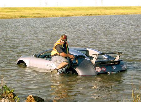 ça roule, ça navigue, ça vole - Page 19 Bugatti-Veyron-noy%C3%A9e