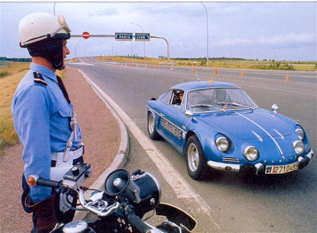 Les voitures des forces de l'ordre dans le monde Alpine_gendarmerie__small_