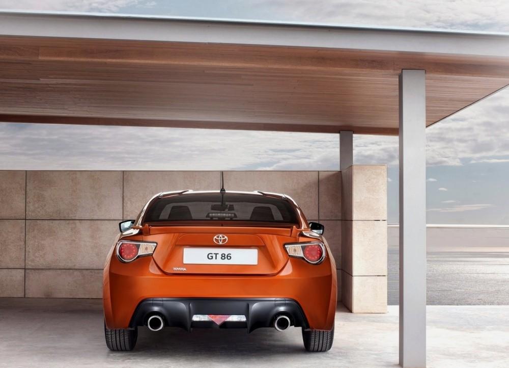[SUJET OFFICIEL] Le monde auto - Page 17 Toyota-GT_86_2013_10
