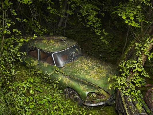 [GALERIE] Les épaves par Peter Lippmann  ParadiseParking_12_peterlippmann-533x400