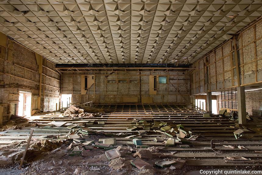 République de Daliacia - Serveur Minecraft - Page 4 Palace-of-Culture-Theatre-Pripyat-Ghost-Town-Chernobyl-Ukraine-2007