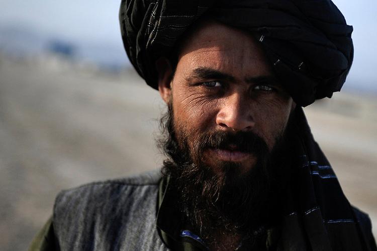Française s'adressant aux Afghan - Page 7 GCervera-Taliban-Portriats-007