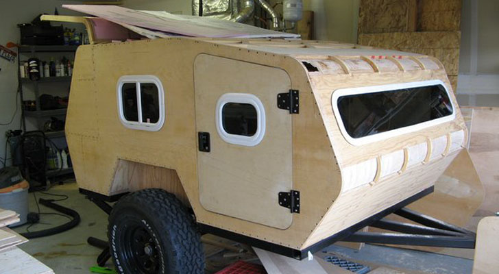 Offroad Teardrop - SawTooth XL Installing-Pink-Insulation-Panels-Between-Wall-Layers