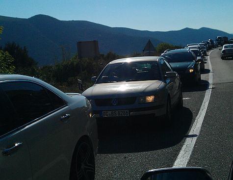 Saobraćajni kolaps u Neumu: Kolona automobila duga šest kilometara 1312652259m234