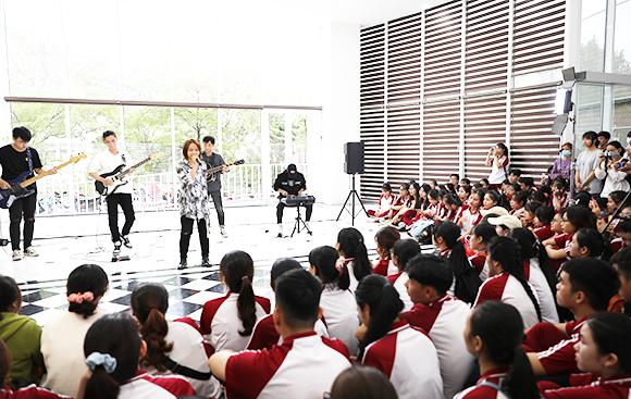 ĐH Duy Tân - Top 500 châu Á (QS2020) thông báo điểm chuẩn trúng tuyển 2020 Dtutv2-97