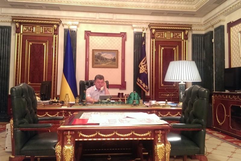 10 рабочих кабинетов президентов разных стран. 1_03