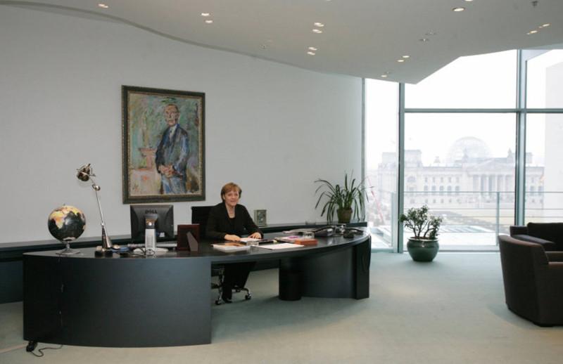 10 рабочих кабинетов президентов разных стран. 1_04