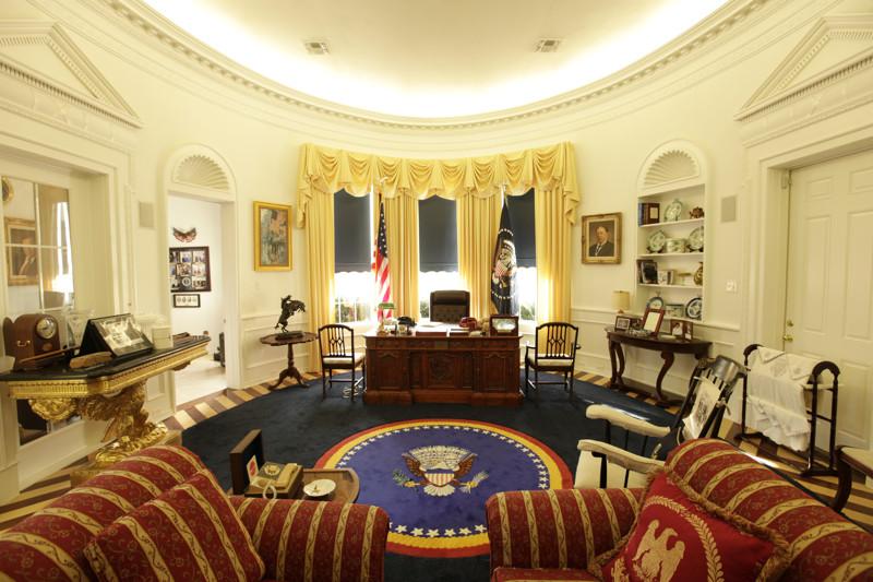 10 рабочих кабинетов президентов разных стран. 2_02