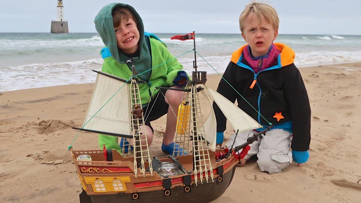 bizarre....  - Page 36 Playmobil-pirate-ship-scotland-norway