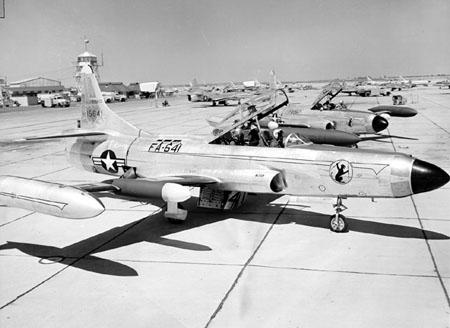 اسرع 50 طائرة في العالم F-94_1