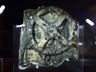 2000 Years Old Computer : The Antikythera Mechanism GettyImages-455483622-AB
