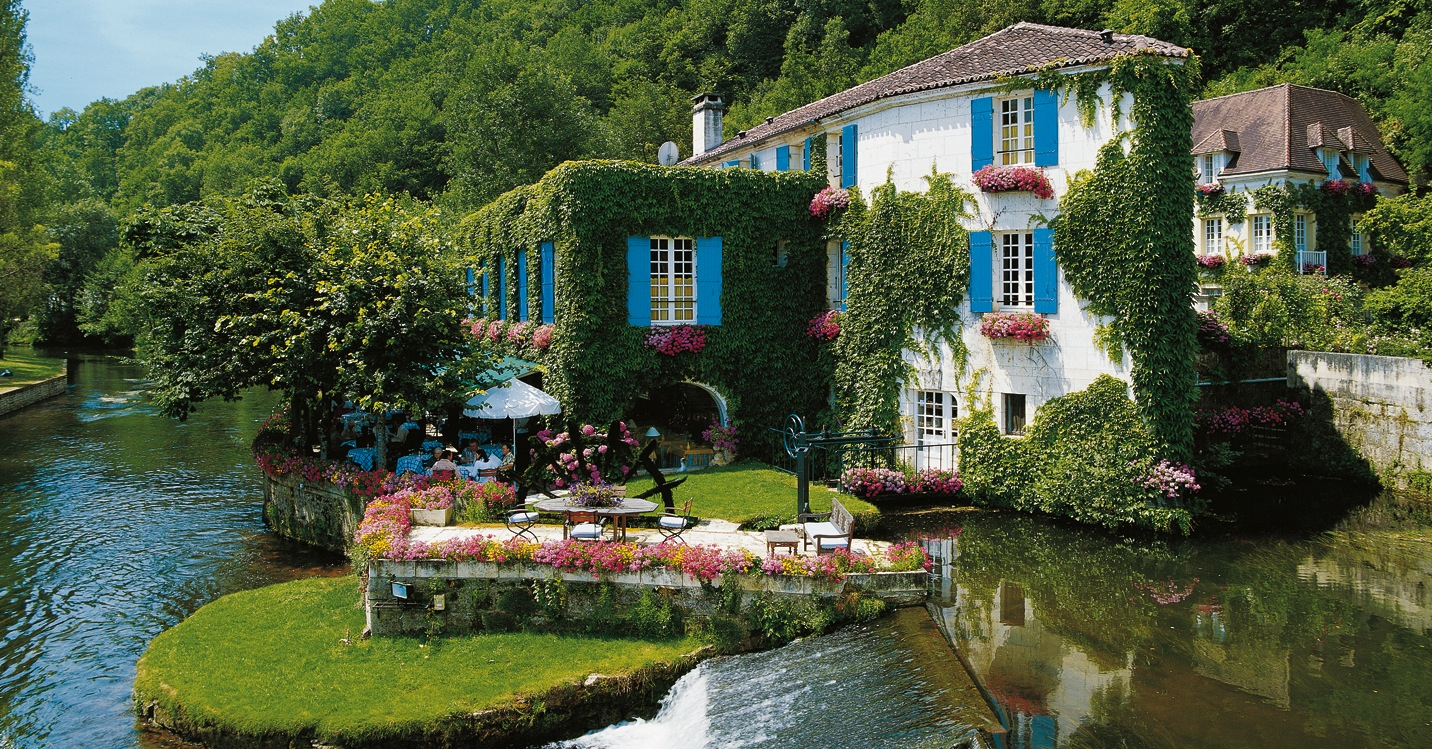 Francuska - Page 3 1-Picturesque-hotel