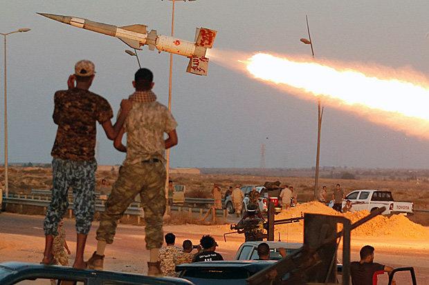"""الديلي ستار البريطانية:قوات خاصة بريطانية تشن حرب على داعش بسلاح """"المعاقب"""" في معارك شوارع مثيرة Reuters-606162"""